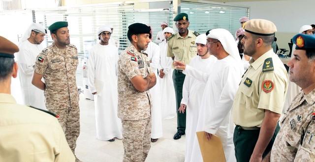 أحمد بن طحنون يشيد بتعاضد الموظفين ومستحقـــي التجنيد وتنظيم مراكز الخدمة الوطنية