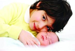 أخوة الرضاعة ظاهرة تنقرض .. البدائل وعمل المرأة أبرز الأسباب