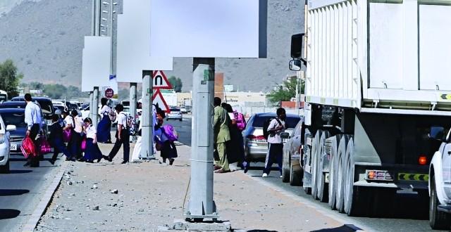 الشاحنات تهدد الطلبة في سكمكم والشرطة تتوعد ودعوات إلى تكثيف الدوريات تصدياً للمستهترين