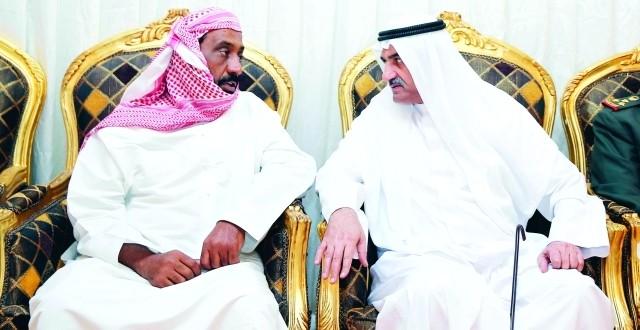 الشرقي وحمدان بن زايد يعزيان أسرتي الزعابي والحمودي
