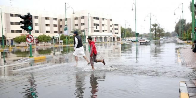 أمطار الخير ترسم البهجة في الامارات