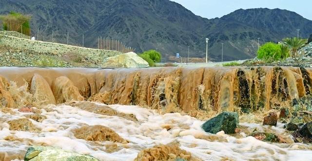 «الأرصاد»: السحب تزداد على المناطق الجبلية الشرقية أمطار على الفجيرة ورأس الخيمة