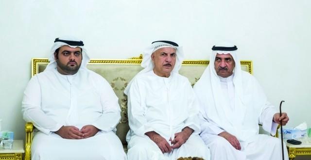 حاكم الفجيرة يعزي في وفاة سعيد السماحي