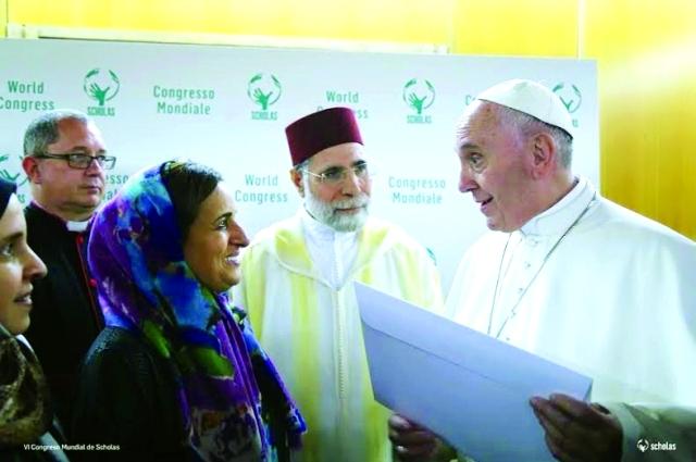 خليفة يدعو بابا الفاتيكان لزيارة الإمارات