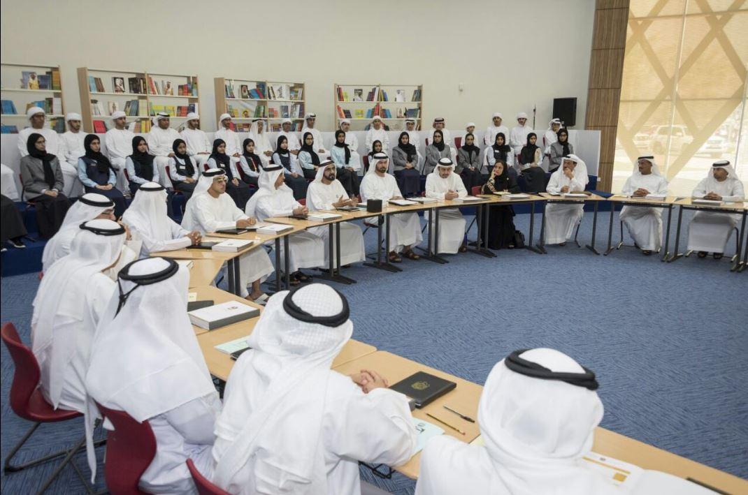 خلال اجتماع مجلس الوزراء بحضور عدد من الطلاب .. محمد بن راشد: ناقشنا خطة للتعجيل بتنفيذ أهداف الأجندة الوطنية 2021