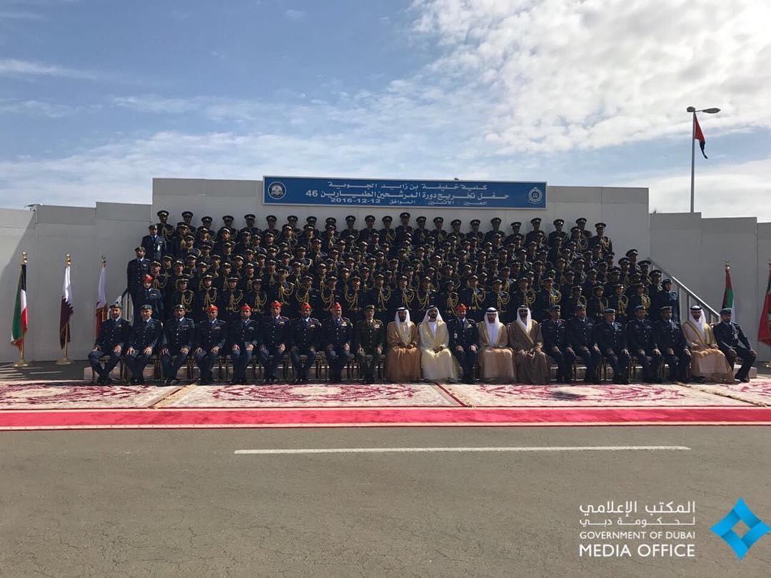 محمد بن راشد يشهد تخريج دورة المرشحين الطيارين والجويين في كلية خليفة بن زايد الجوية