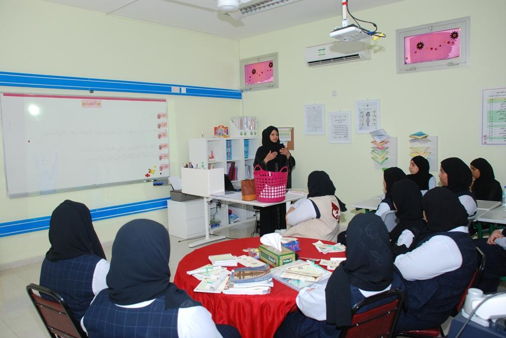 بلدية دبا الفجيرة تنظم محاضرة بعنوان ( التغذية السليمة في فترة الامتحانات )