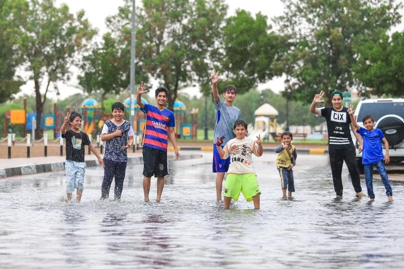 أمطار غزيرة ومتوسطة على العين والفجيرة وأم القيوين ومدينة زايد